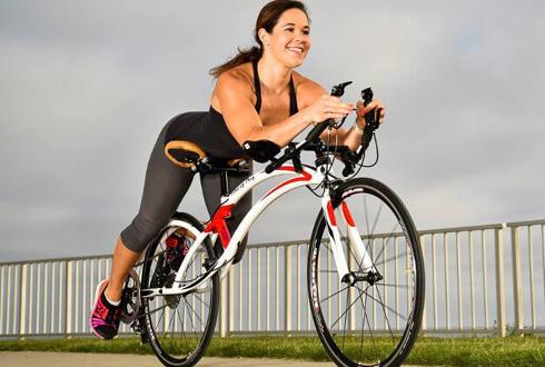 '엎드려 타는 자전거' 눈길