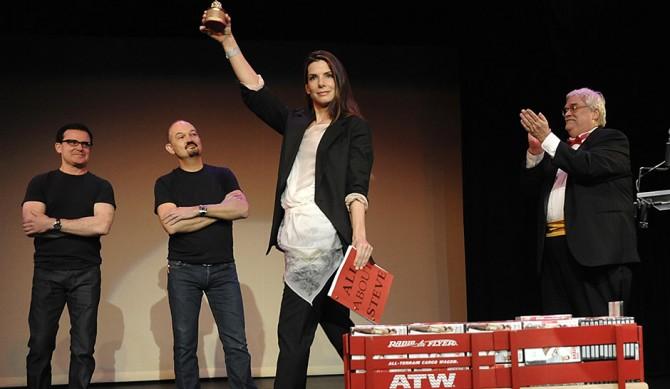2009년 골든 라즈베리 시상식에서 최악의 여주주연상을 수상하기 위해 참석한 산드라 블록 - USA투데이 제공