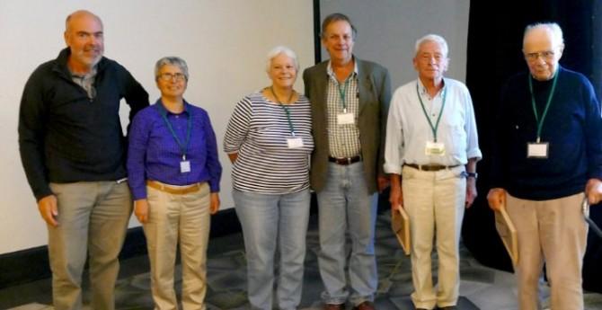 1966년 당시 호주 콜로니얼제당주식회사의 연구원 할 해치와 로저 슬랙은 학술지 '생화학 저널'에 C4 광합성의 존재를 명쾌히 규명한 논문을 발표했다. 두 사람은 50년이 지난 올해 4월 호주 캔버라에서 열린 C4 광합성 컨퍼런스에 참석했다. 오른쪽에서 두 번째가 할 해치, 맨 오른쪽이 로저 슬랙이다. - C4 광합성 컨퍼런스 제공
