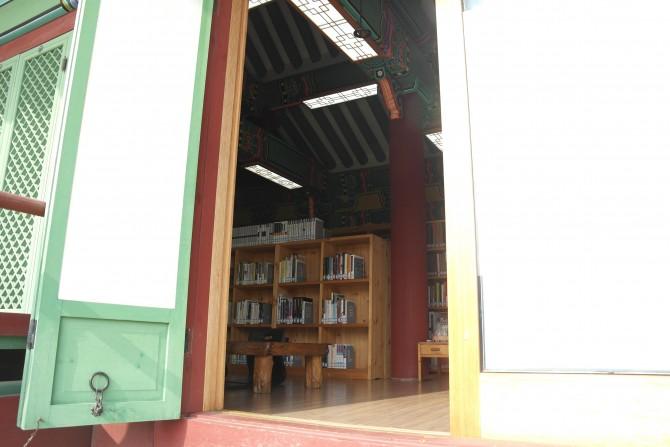 2011년 개관한 강릉관아 작은도서관. - 고기은 제공