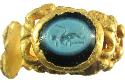 1700년 전 로마 시대 금반지 발견돼