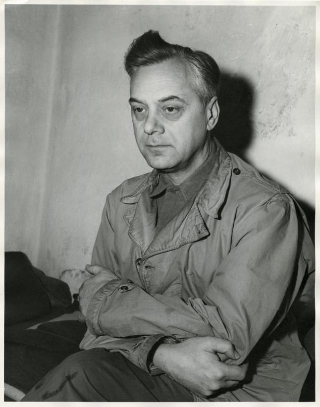 뉘른베르크 전범 재판을 기다리는 알프레트 로젠베르크(Alfred Rosenberg), 신비주의 사상가였던, 그는 '히틀러의 이너서클(Hitler's inner circle)' 내 대표적 인물 중 하나였으며, 나치의 사상적 토대를 수립하고 실천했다. - United States Army(W) 제공