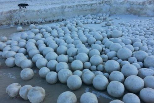 이상 현상, 지름 1미터 눈덩이 수천개 발견돼