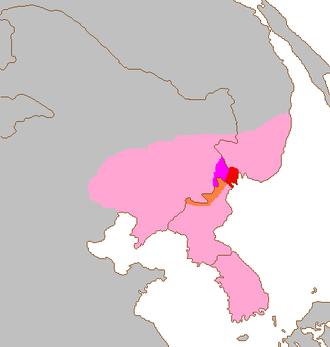 아무르표범의 분포지역. 과거 한반도를 중임으로 동북아시아에 분포했지만 1970년대 이후 우리나라에서는 흔적만 있을 뿐 목격되지 않고 있다. 현재 한반도 북쪽에 남아 있는 개체가 100마리도 안 되는 멸종위급종이다.  - 위키피디아 제공