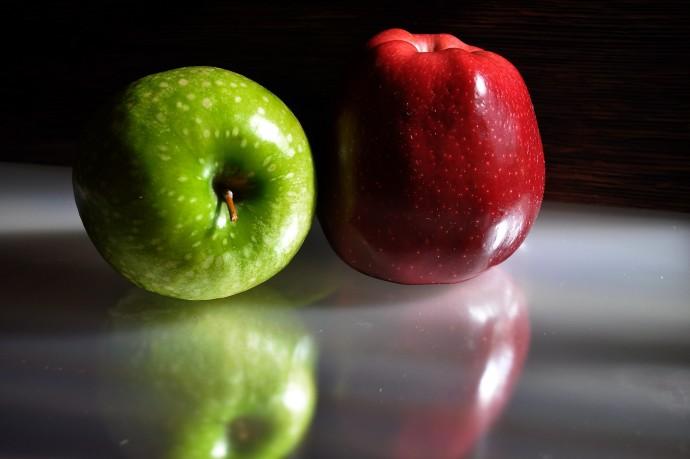 서로 색이 다른 두개의 사과가 있으면 빨간 색을 선호하게 된다. 인간의 시각이 초록색 보다는 빨간 색을 선호하도록 진화했기 때문이다. - Pixabay 제공