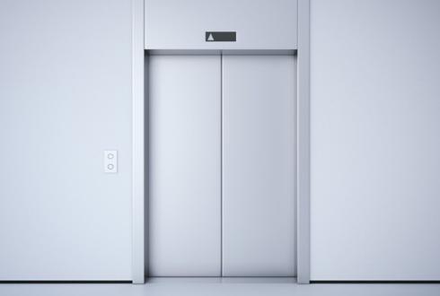 엘리베이터에서 만난 꼬마