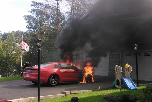 저절로 불붙은 신형 자동차