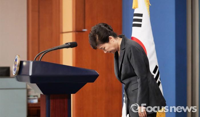 지난 4일 박근혜 대통령이 대국민담화를 하고 있다. 박대통령은 검찰수사에 협조하겠다고 밝혔지만 검찰 조사를 거부함에 따라 거짓말 논란이 증폭되고 있다.  - 포커스뉴스 제공
