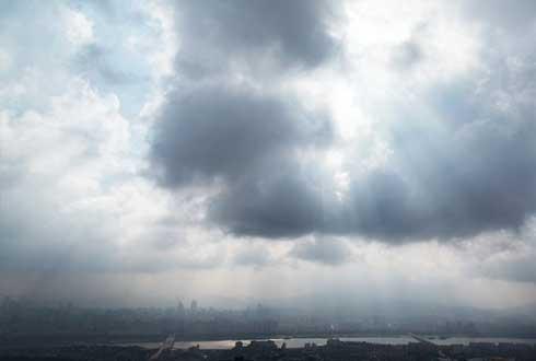 [26일 날씨] 흐린 하늘 아래 5차 촛불집회…전국 곳곳 비 소식