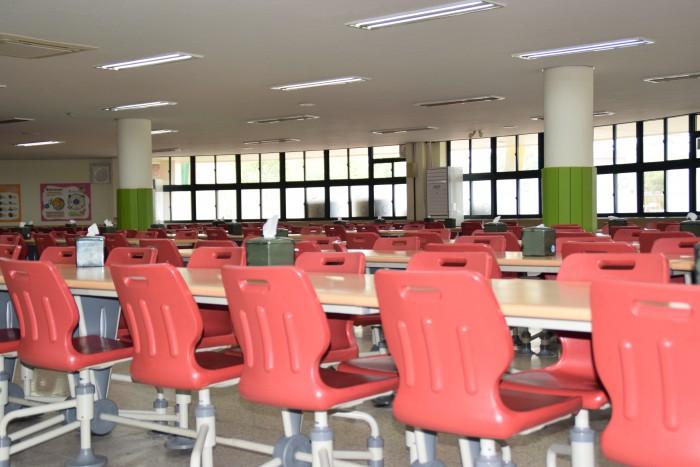지난 27일 집단 식중독 의심증세를 보여 급식을 중단한 전북 익산의 한 초등학교 구내식당 - 포커스뉴스 제공