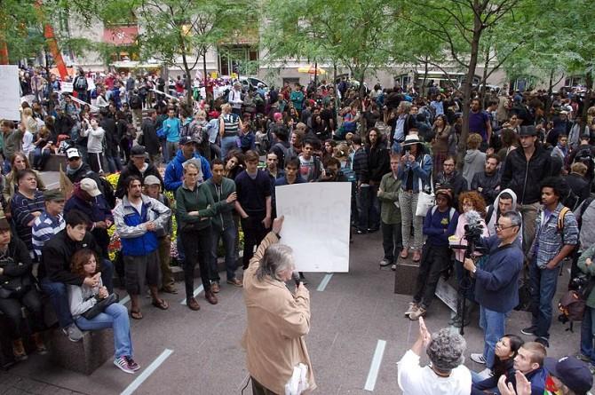 월가를 점령하라(Occupy Wall Street) 시위 장면. 시위에 참여한 미국인의 대부분은, 세계적 기준으로 보면 아주 부유한 사람들이었다. 불만은 부족이 아니라, 불평등에서 시작한다. - David Shankbone 제공