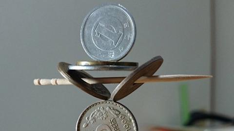 믿을 수 없는 동전 쌓기 기술 '화제'