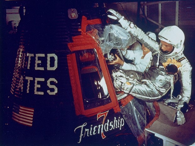 존 글렌이 1962년 2월 20일, 지구궤도 비행을 위해 우주비행체