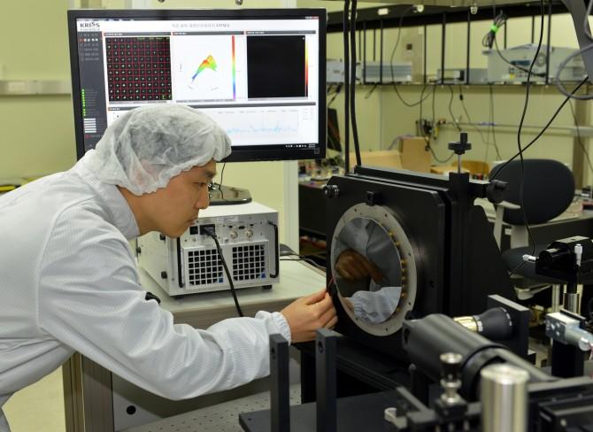 한국형 '레이저 반사경' 개발… 더 정확한 레이저 조준 가능해졌다 - 한국표준과학연구원 제공
