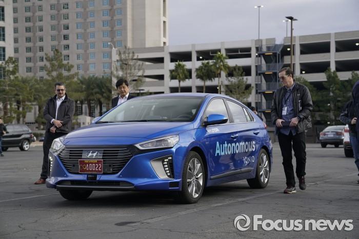 현대자동차는 지난 15일(현지시각) 미국 라스베가스에서 현지 언론을 대상으로 아이오닉 자율주행차 주야간 도심 시승회를 실시했다. - 현대자동차 제공
