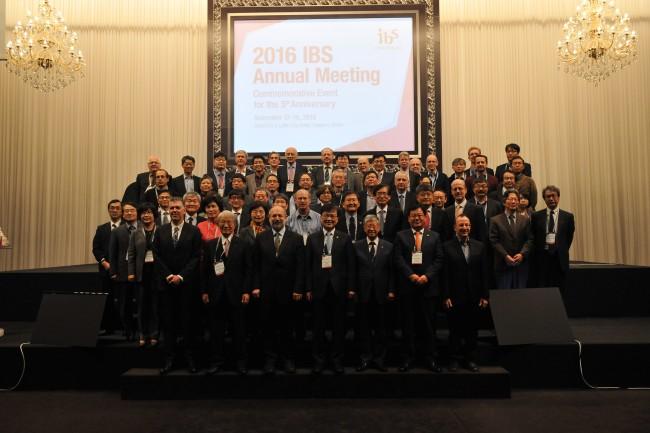IBS 연례회의가 최양희 미래부 장관, 마쓰모토 히로시 RIKEN 이사장 등 주요 인사들이 참석한 가운데 11월 17~18일 양일간 대전에서 개최됐다. - IBS 제공