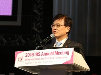 최양희 미래부 장관은 축사를 통해 기초과학에 대한 지속적 투자를 약속했다. - IBS 제공