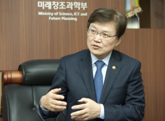 """최양희  미래부 장관 """"부처 개편은 비효율적, 미래부가 4차산업혁명 대비해야"""