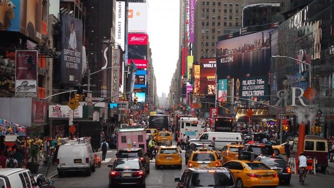 미국 뉴욕 시내. 인파가 몰리는 곳에서는 택시를 잡기 쉽지 않다. - GIB 제공