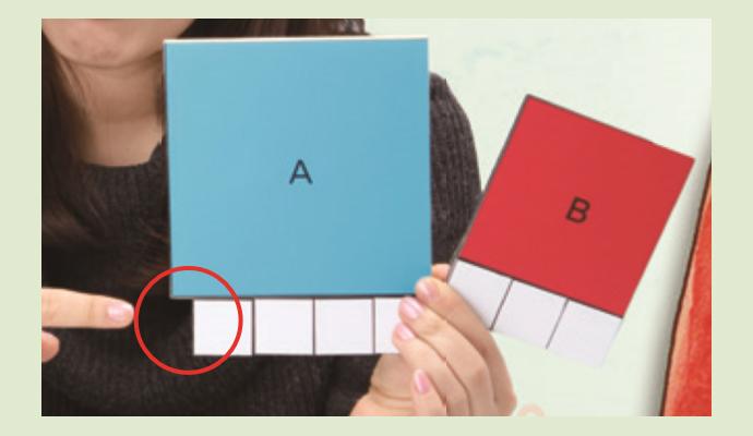 커다란 종이에 인쇄해 직접 기준이 되는 작은 사각형을 붙여보니, 정사각형 A의 한 변의 길이는 생각보다 조금 더 길었다. - (주)동아사이언스 제공