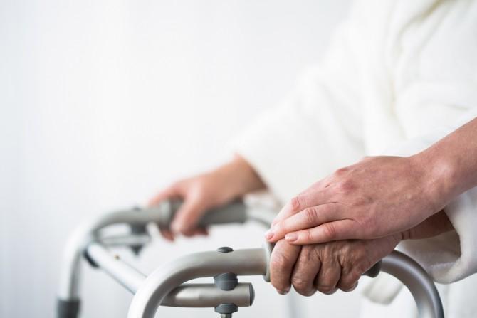 달리 치료방법이 없는 희귀·난치병 환자에게 규제 문턱을 낮춰줘야 한다는 데는 큰 이견이 없다. - GIB 제공