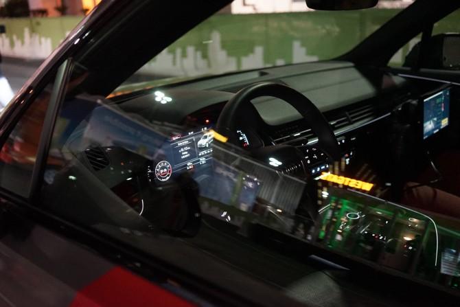 아우디 Q7의 운전석입니다. 다시 말하지만 그냥 앉아서 운전할 수도 있는 일반 차량입니다. - 최호섭 제공