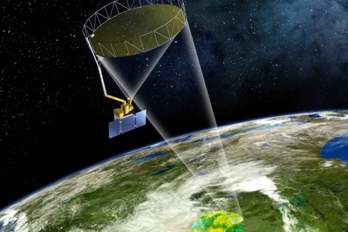 SMAP의 이미지 사진. 지구 궤도에서 지름 6m의 대형 안테나를 펼친 채 토양 속 수분 함유량을 관측한다. - NASA 제공