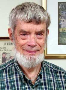 '20세기의 다윈'으로 불린 저명한 진화론자 조지 윌리엄스는 서른한 살이던 1957년 노화의 자연선택이론을 발표한 논문에서 폐경기의 진화를 멋지게 설명했는데, 훗날 '할머니 가설'로 불리게 된다. - 뉴욕주립대 제공
