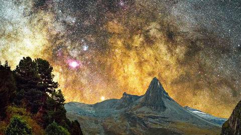 '마술 같은 밤하늘' 스위스 산골 마을의 별 밤