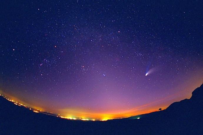 1997년 관측된 헤일-밥 혜성. 20세기에 관측된 혜성 중 가장 잘 보였던 혜성이라고…. - NASA 제공