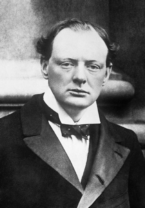 30세 무렵의 윈스턴 처칠. 윈스턴 처칠은 영국 총리였지만, 동시에 화가이자 노벨문학상을 받은 저술가였다. 그는 평생 우울증에 시달렸는데, 그래서 자신의 우울증을 '검은 개(Black dog)'이라고 부르기도 했었다. 일반적으로 우울증을 극복해서 위인이 되었다고 하지만, 사실 처칠의 다양한 재능은 그의 '슬픔'으로 인해 꽃을 피웠을지도 모른다.  - British Government 제공