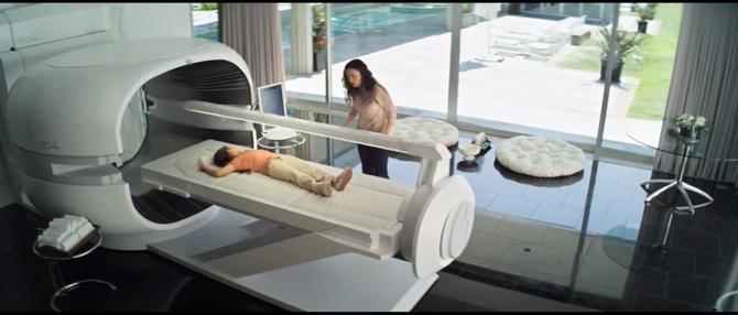 영화 엘리시움에 등장하는 궁극의 의료기기 Med-Bay, 모든 질병을 치료하고 손상된 신체를 재생하며 노화를 역행할 수 있도록 해... - 소니 픽쳐스 제공