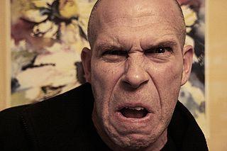 분노는 내적인 고통을 외부에 전가하는 심리적인 현상이다. 분노를 자주 하는 사람은, 사실 우울증이 은폐되어 있는 경우가 적지 않다.  - Jessica Flavin (2008) 제공
