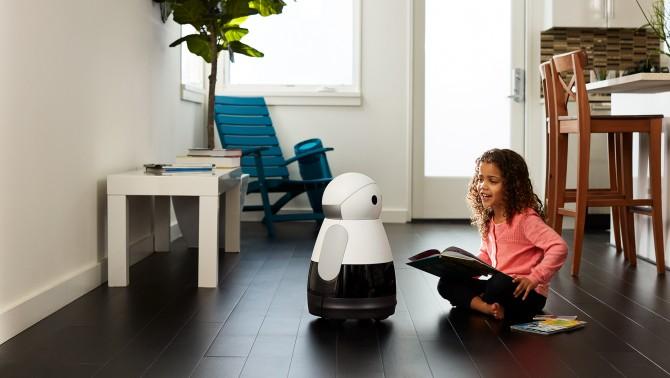 메이필드 로보틱스가 개발한 가정용 로봇 '쿠리'는 음성인식 센서를 탑재해 사람과 대화할 수 있고, 터치센서가 있어 손을 대면 반응을 보인다. - Kuri Mayfield Robotics 제공