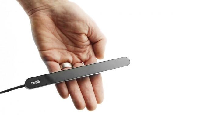 토비이 다이나복스가 개발한 아이 트래커. 근적외선센서가 있어 눈의 위치와 움직임을 감지한다. PC에 연결하면 눈으로 스크롤을 내릴 수 있다. - tobii.com 제공