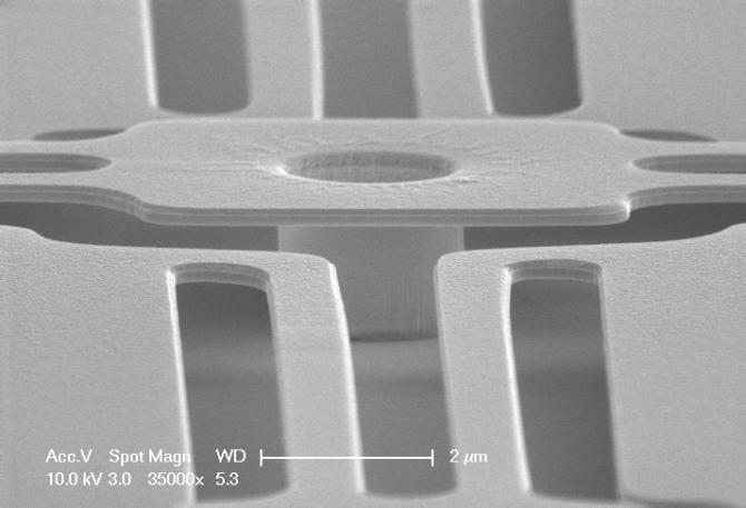 열화상카메라 등에 쓰이는 MEMS 적외선센서. 3차원 구조로 설계돼 크기가 작아도 감도가 뛰어나다. - 나노종합기술원 제공
