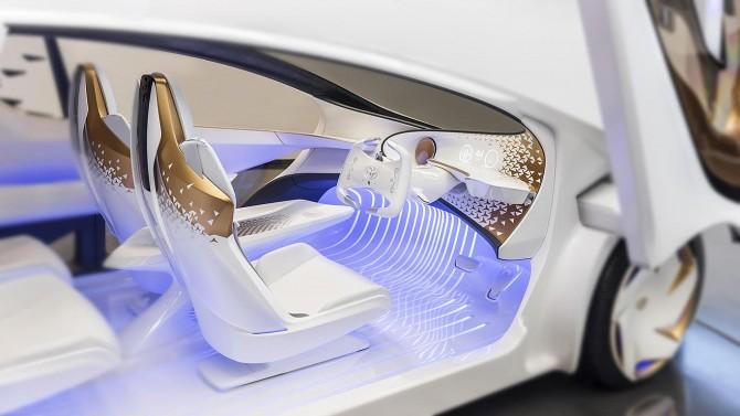 일본 토요타가 CES 2017에서 선보인 인공지능(AI) 자동차 'Concept-愛i'. 운전자의 표정을 파악해 조명 등으로 교감할 수 있고 자율주행이 가능하다. 영상센서와 라이다(Lidar) 센서 등 각종 첨단센서의 집약체다. - toyota 제공