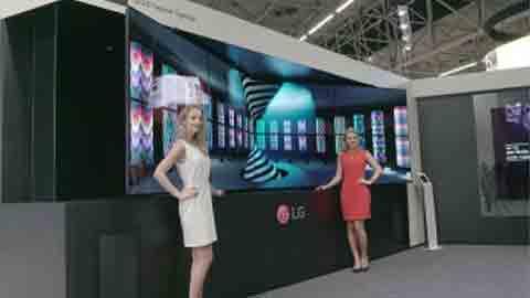 네덜란드서 맞붙은 삼성 QLED vs LG OLED 사이니지