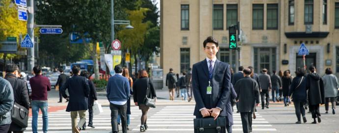 교차로의 교통량이나 통행량에 따라 신호 주기가 결정되지 않으면, 운전자나 보행자가 불편을 겪을 수 있다. - GIB 제공