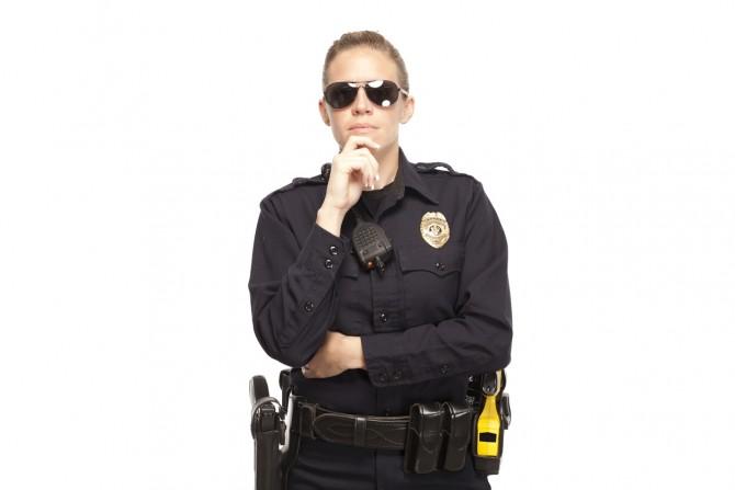 경찰복을 입은 참가자들은 편견이 더 심해졌다. - GIB 제공