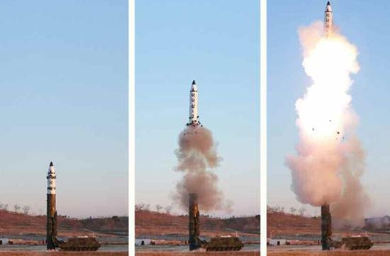 북한이 새롭게 공개한 북극성-2 미사일 발사장면 - 노동신문 제공