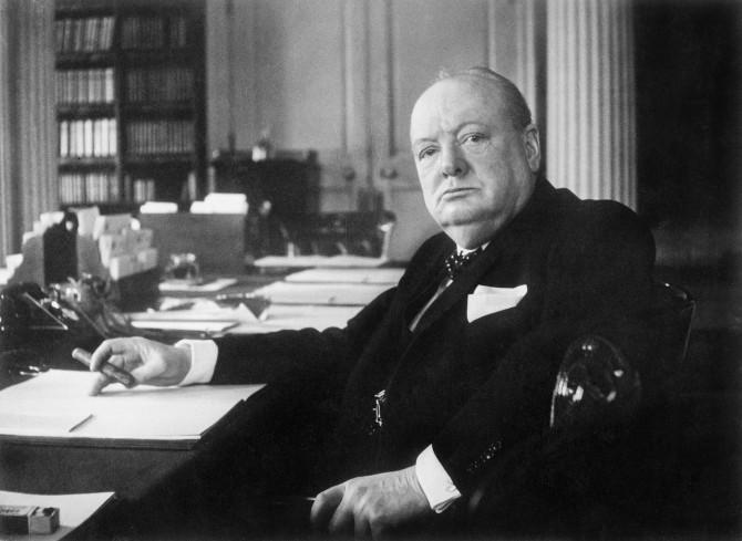 1940년대 영국 총리 시절 집무실에서의 윈스턴 처칠. - 위키미디어 제공