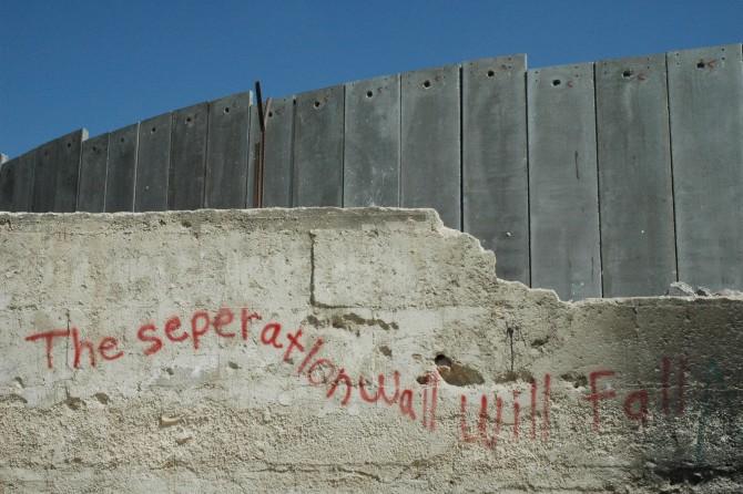 이스라엘과 팔레스타인을 가르는 콘크리트 장벽 - 위키피디아 제공