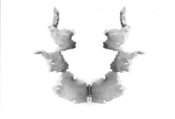 로르샤흐 검사에 사용되는 10가지 그림 중 7번째 그림. 이 그림은 주로 피실험자의 삶 속에서 '여성과의 관계'나 '여성성'을 진단해 볼 수 있는 카드로 쓰인다.  - 위키미디어 제공