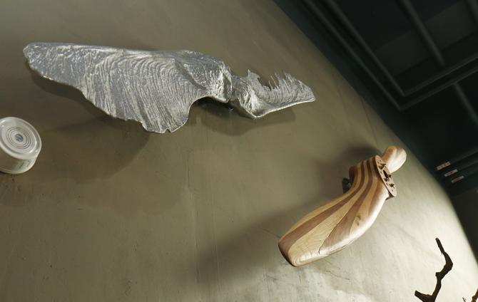 단풍나무 씨앗(왼쪽 위)의 형태를 본떠 만든 프로펠러(오른쪽 아래). - 김정 기자 제공