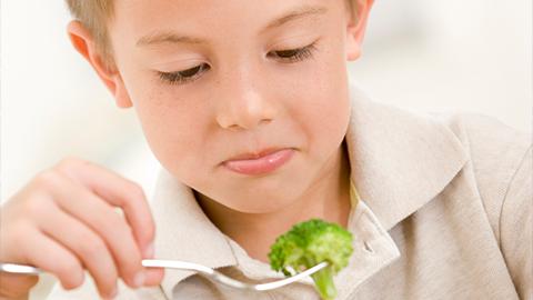 아이들에게 채소를 손 쉽게 먹이는 꿀팁 몇 가지