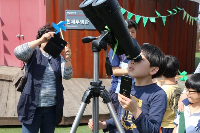 천체 관측 - (주)동아사이언스 제공
