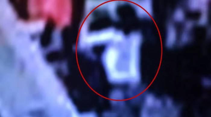 13일 말레이시아 쿠알라룸푸르 국제공항에서 용의자 여성이 김정은 북한 노동당 위원장의 이복 맏형 김정남을 뒤에서 공격하는 모습을 담은 폐쇄회로(CC)TV 영상. 말레이시아 경찰은 김정남의 얼굴 피부와 눈 점막에서 치명적인 신경작용제인 'VX'가 검출됐다고 24일 밝혔다. - 포커스 뉴스 제공 - 포커스 뉴스 제공
