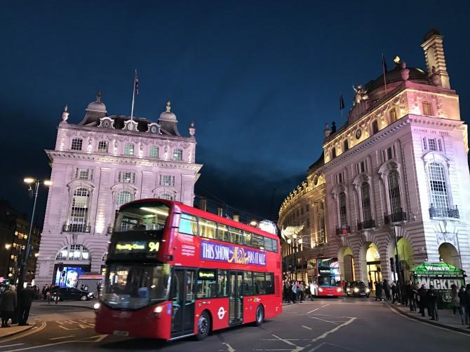 2016년 11월 런던, 해가 막 떨어진 저녁, 시가지 사진입니다. 이 사진을 찍은 뒤 스마트폰 카메라에 대한 생각을 바꾸게 됐습니다. - 최호섭 제공