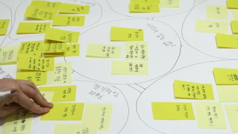 포스트잇 모아 대선후보에게 질문 던진다